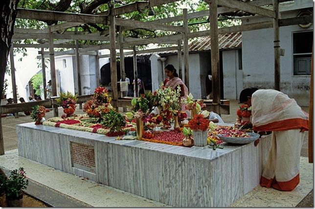 Sri-Aurobindo-Ashram-Pond-001 (1)